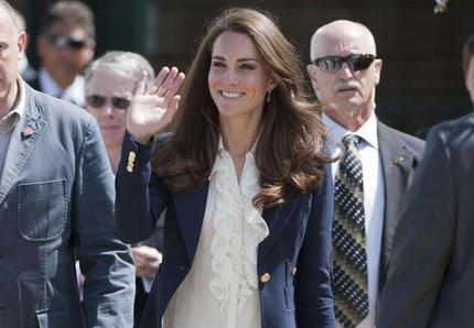 Look Catherine Duchesse Cambridge Veste militaire
