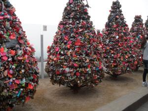 Sapins de noël à cadenas d'amoureux Séoul en Corée