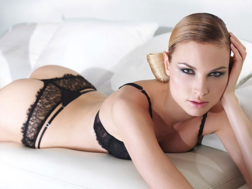 Paloma Casile pour Allande lingerie fine