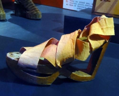 Mode en temps de guerre Chaussure semelle bois CHRD Lyon