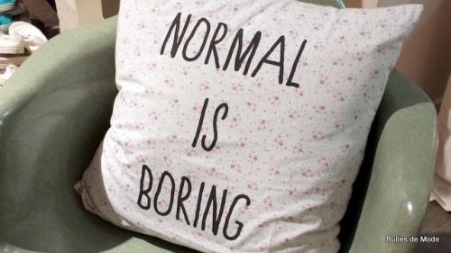 Normal is boring coussin Bensimon Home autour du monde