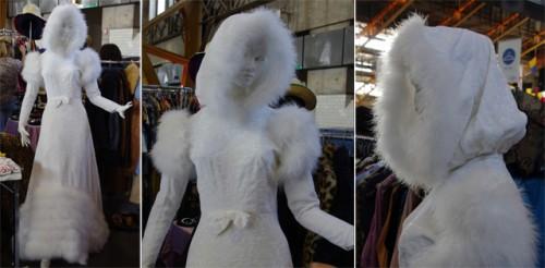 Robe Capuche velours dévoré et plumes vintage