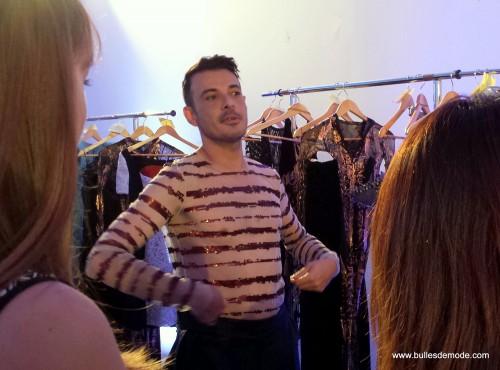 Eric Tibusch explique à ses habilleuses les tenues (5)-001