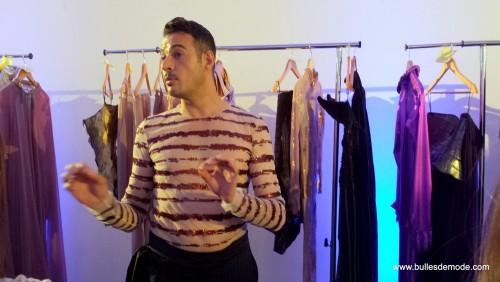 Eric Tibusch explique à ses habilleuses les tenues (6)-001