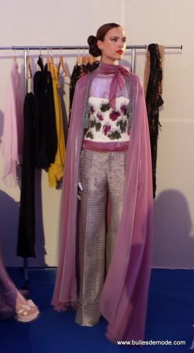 Ma tenue préférée :-) Un pantalon façon business (en tweed?) hyper large et fluide.