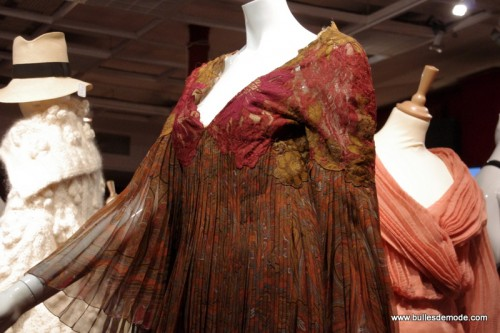 Détail Dior Haute-Couture porté par Estelle Lefébure