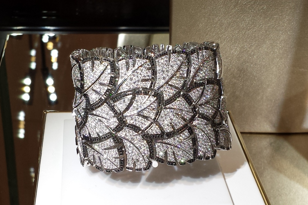 Bracelet plume Chanel