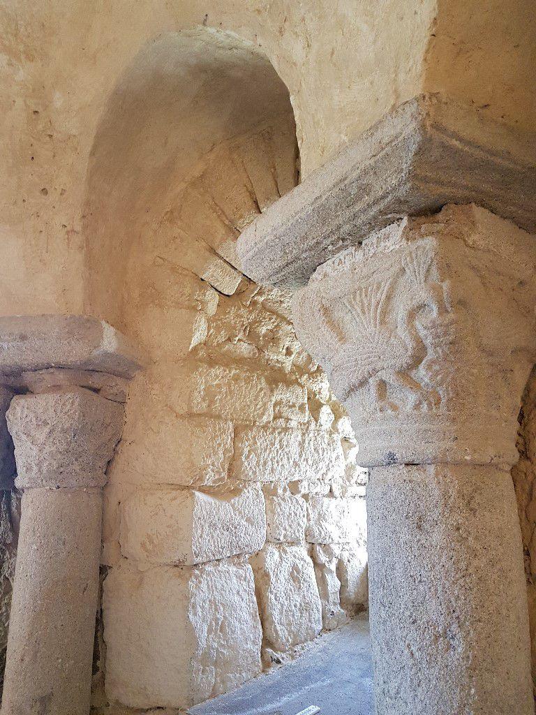 Chapiteau sculpté paon immortalité