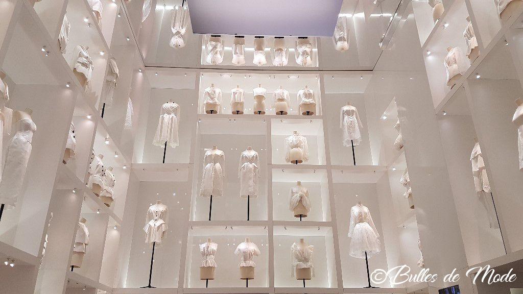 Exposition Dior 70 ans Paris Arts Déco Mur des toiles Dior