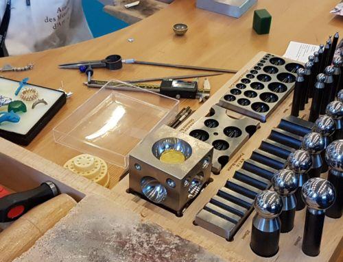 La fabrication d'un bijou, au salon Bijorhca [Savoir-Faire]