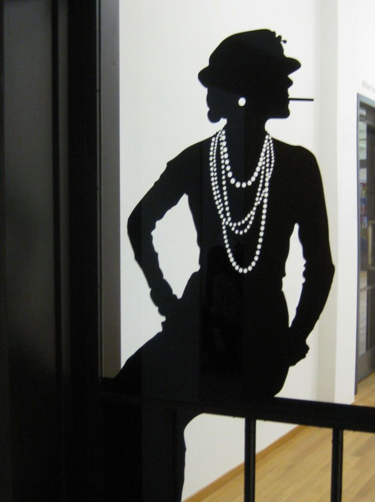 Coco_Chanel black