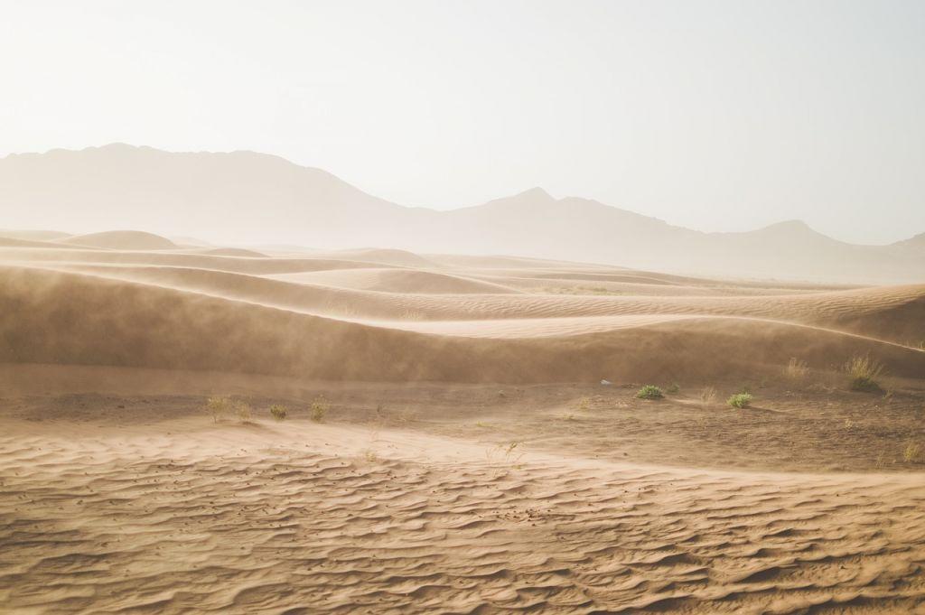 Désert aride sable